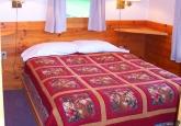 15_queenbedroom