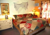9_kingbedroom2012PIX